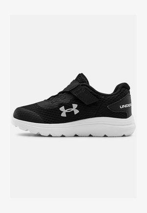 UA INF SURGE 2 AC - Neutral running shoes - black