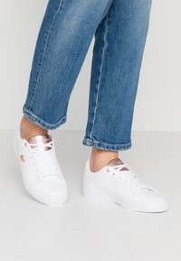 Lacoste - LEROND  - Trainers - white/light pink - 0