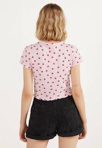Bershka - MIT TEXTUR UND PRINT - T-Shirt print - pink - 2