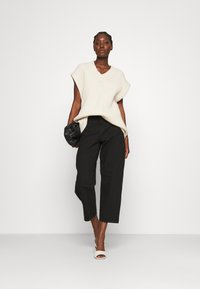 Lindex - TROUSERS BALLON  - Jeansy Relaxed Fit - black - 1