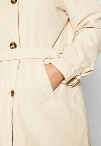 JUNAROSE - by VERO MODA - JRNEWTUKKA TRENCH COAT - Trenčkot - pebble - 4