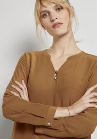 TOM TAILOR - BLOUSE SOLID - Blouse - tawny brown - 3