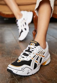 ASICS SportStyle - GEL-1090 - Trainers - black/white - 4