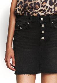 Calvin Klein Jeans - MID RISE MINI SKIRT - Jeansskjørt - black shank - 3