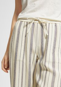 comma casual identity - Trousers - white woven stripes - 3