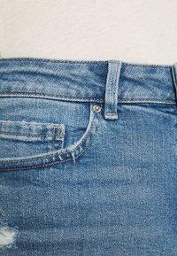 Marks & Spencer London - BOYFRIEND - Denim shorts - light blue denim - 4
