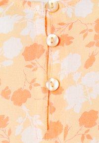 Pieces Maternity - PCMNYA SLIP BUTTON DRESS - Vestido informal - apricot cream - 2
