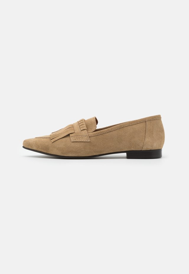 BIATRACEY FRINGE LOAFER - Slippers - light brown