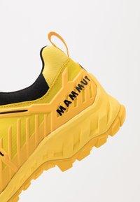 Mammut - ALNASCA II LOW MEN - Hiking shoes - freesia/black - 5