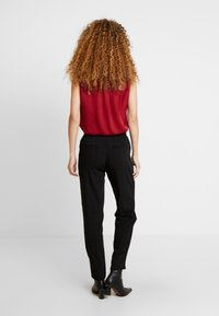 JDY - JDYOMA BELT PANT - Kalhoty - black/arabian spice - 2