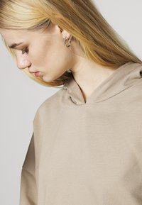 Nly by Nelly - DROPPED CROPPED HOODIE - Sweatshirt - beige tuffet - 5