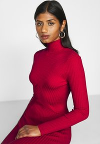 Fashion Union Petite - PHERSON - Strikket kjole - red - 6