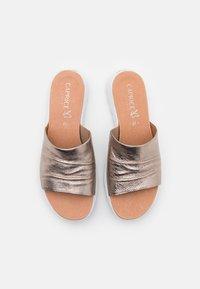 Caprice - Sandalias planas - taupe metallic - 5