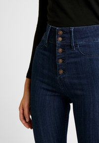 Hollister Co. - RINSE SHANK - Skinny džíny - dark-blue denim - 4