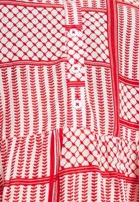 Kaffe Curve - KCPASTI DRESS 3/4 - Denní šaty - high risk red - 4