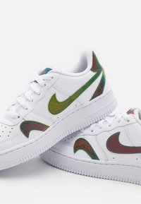Nike Sportswear - AIR FORCE 1 LV8 UNISEX - Trainers - white/multicolor - 5