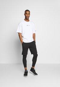 Champion - LOGO BERMUDA - Pantaloncini sportivi - black - 1