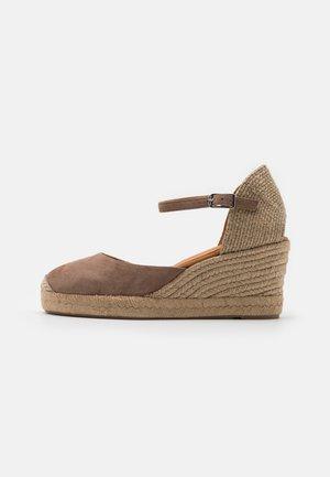 CACERES - Sandały na platformie - funghi