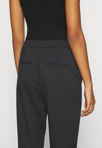 Vero Moda - VMCHIC ANKLE PANTS - Trousers - black - 3