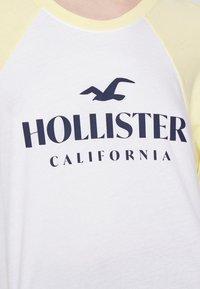 Hollister Co. - PRINT - Topper langermet - mellow yellow - 5