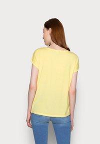 Vero Moda Tall - VMAVA PLAIN 2 PACK - Basic T-shirt - desert sage/cornsilk - 2