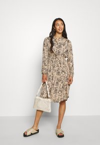 Vero Moda - VMKATE DRESS BELT - Skjortekjole - beige - 1