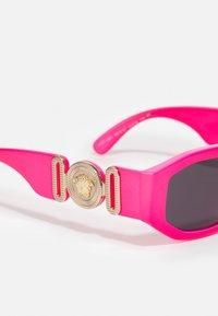 Versace - UNISEX - Sluneční brýle - fuxia fluo - 4