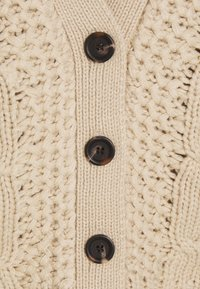 JDY - JDYJULIA CABLE CARDIGAN - Gilet - cement - 2