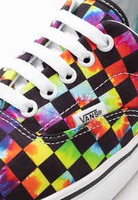 Vans - COMFYCUSH ERA - Skate shoes - black - 6