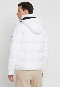 Calvin Klein Jeans - HOODED DOWN PUFFER  - Winter jacket - white - 3