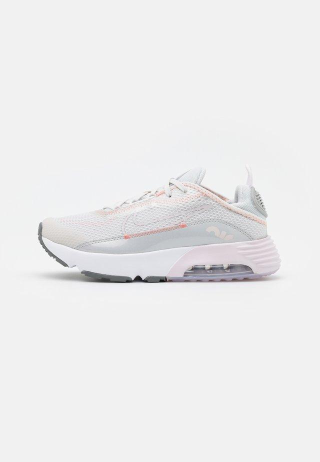 AIR MAX 2090 UNISEX - Sneakers basse - platinum tint/light violet/metallic platinum/crimson bliss