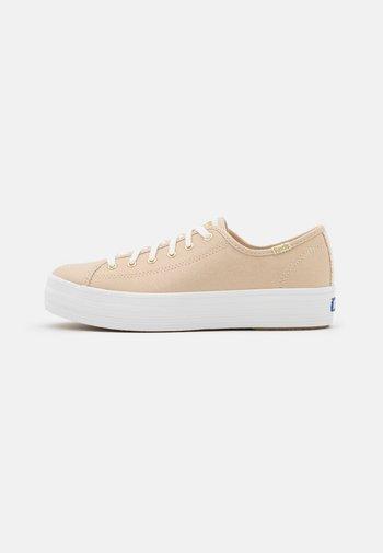 TRIPLE KICK METALLIC - Sneakersy niskie - gold