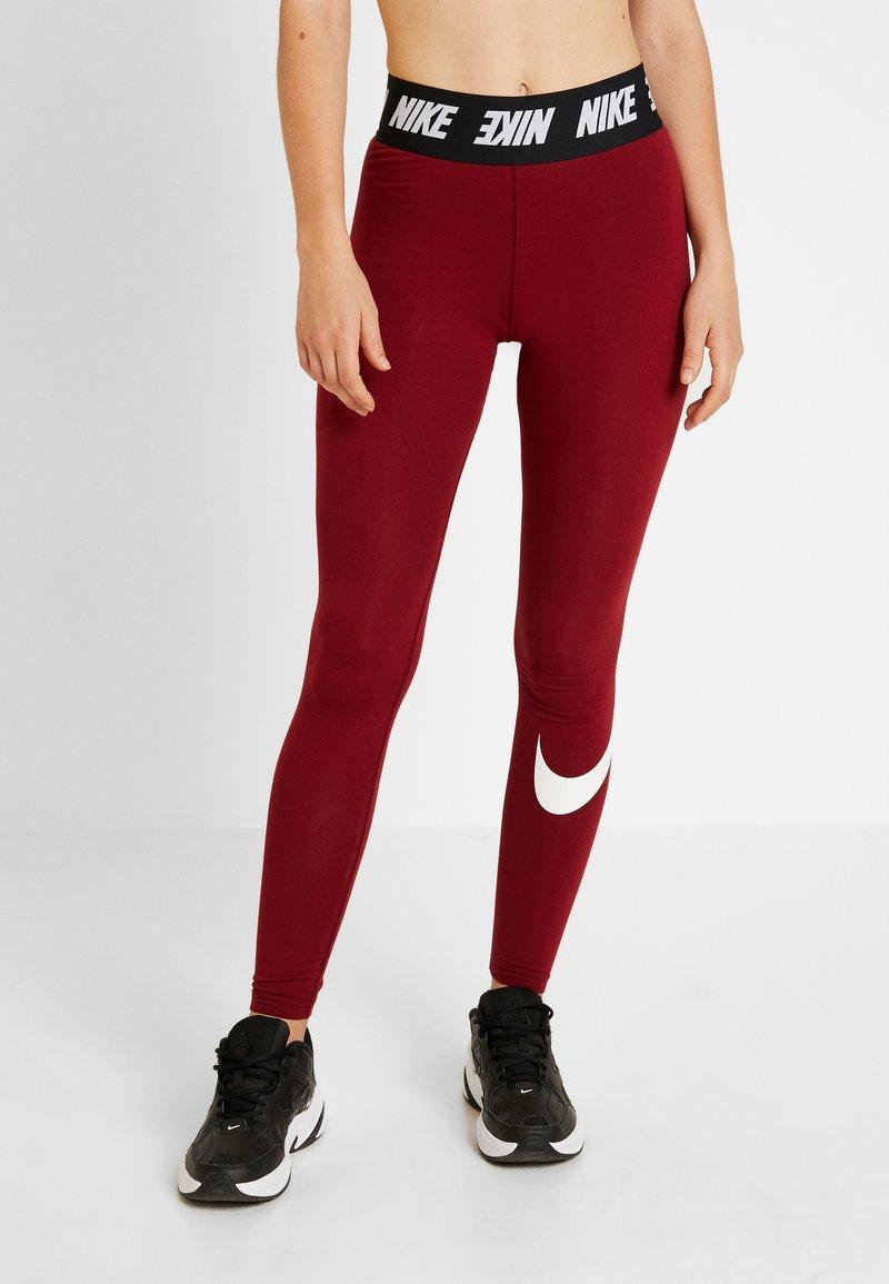 Nike Sportswear - CLUB  - Leggings - Hosen - team red/white