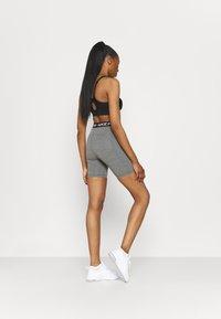 Nike Performance - SHORT HI RISE - Legging - smoke grey/black - 2