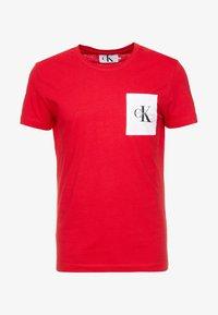 Calvin Klein Jeans - MONOGRAM POCKET SLIM TEE - Triko spotiskem - red - 4