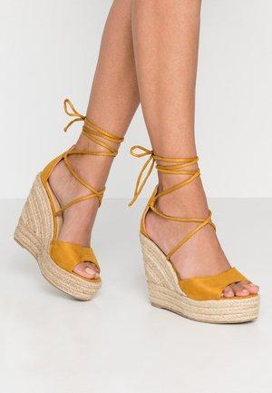 MAREA - Sandalen met hoge hak - mustard