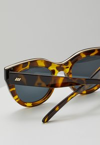 Le Specs - AIR HEART - Sunglasses - syrup tort - 2