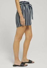 TOM TAILOR DENIM - RELAXED - Shorts - navy white stripe - 3