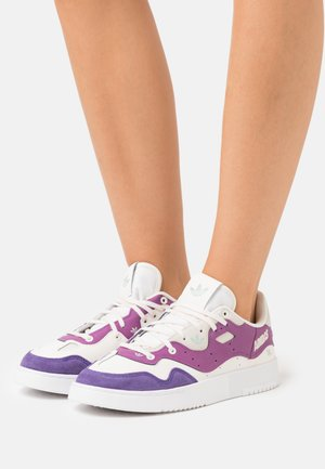 SUPERCOURT STYLE - Sneakersy niskie - footwear white/core white/collegiate Purple