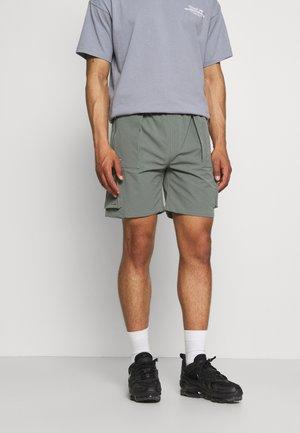 TEXTURED CARGO - Shorts - sage