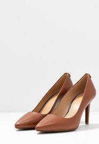 MICHAEL Michael Kors - DOROTHY FLEX - Classic heels - luggage - 4