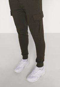 Brave Soul - Teplákové kalhoty - khaki - 3