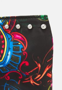 Versace Jeans Couture - PRINTED ROCK STUDS - Tote bag - nero - 4