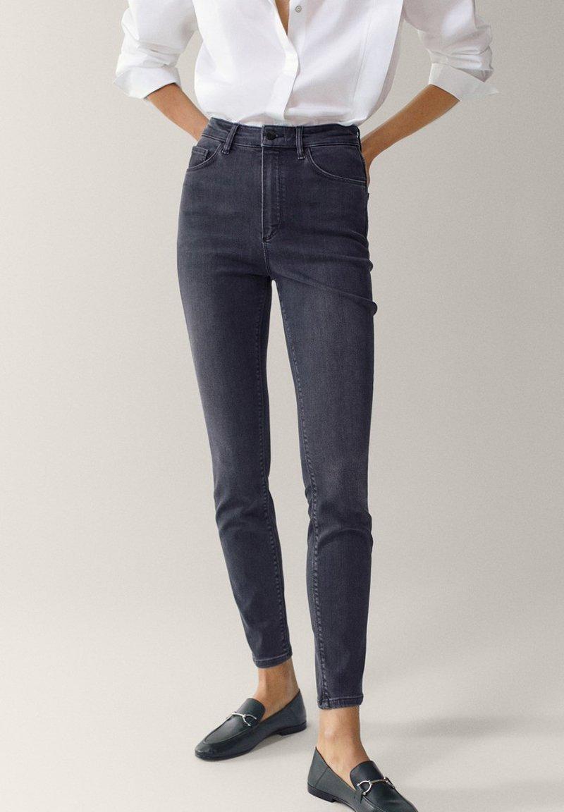 Massimo Dutti - HOHEM BUND - Jeans Skinny Fit - grey