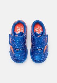 Joma - XPANDER JUNIOR UNISEX - Indoor football boots - royal/orange - 3
