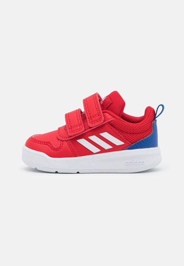 TENSAUR UNISEX - Sportschoenen - scarlet/footwear white/team royal blue