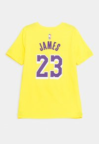 Nike Performance - NBA LA LAKERS LEBRON JAMES BOYS ICON TEE - Klubové oblečení - amarillo - 1