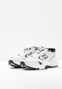 New Balance - WX452 - Baskets basses - white/black - 6