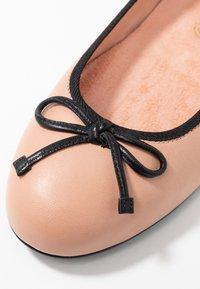 Unisa - ADRIANA - Ballerines - rose/black - 2