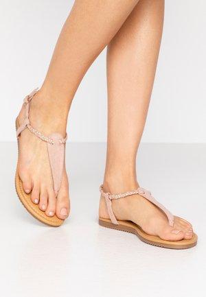 Sandály s odděleným palcem - rose gold